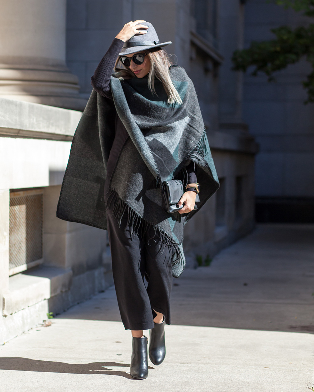 Le Chateau, Style the Bump, How to style a poncho for fall