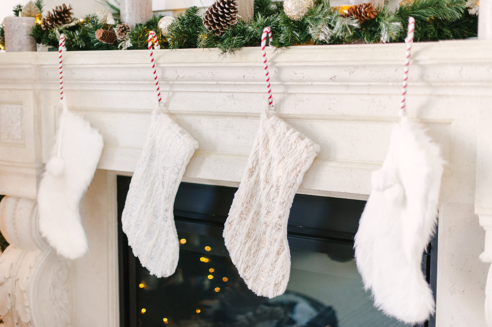 Christmas Home Tour, Classic Christmas Home, Elegant Christmas Home, Luxe Christmas Home, Luxe Christmas Decor, Perfect Mantle Decor