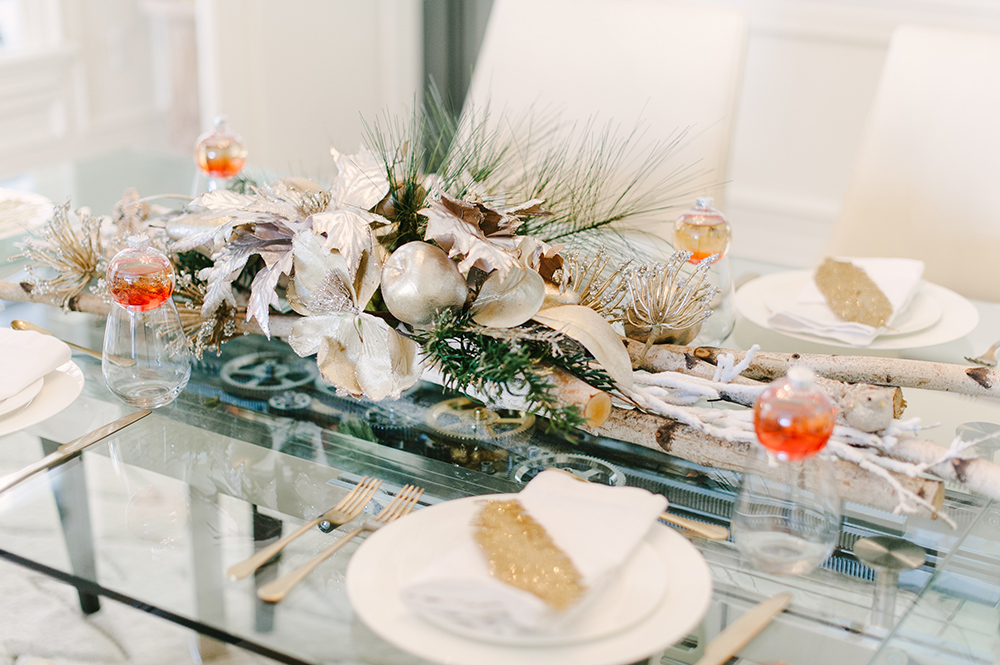 Decors Veronneau, Table Setting Holiday, Luxe Holiday Setting, Perfect Modern Christmas Table Settings